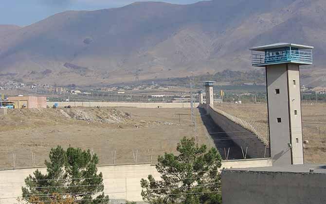 تهاجم خشونت بار گارد ویژه زندان رجایی شهر کرج به زندانیان اهل سنت